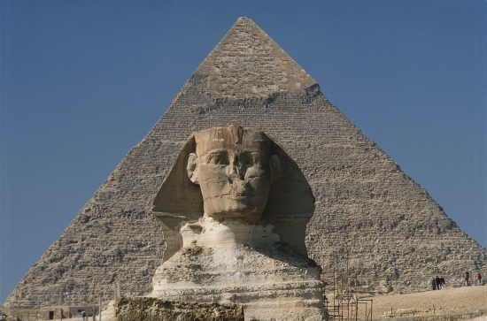 Большой Сфинкс и пирамида Хефрена