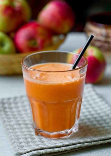 Морковно-яблочный сок с имбирем