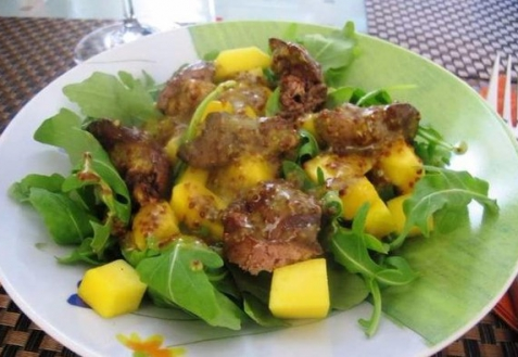 Салат с печенью и манго (видео)
