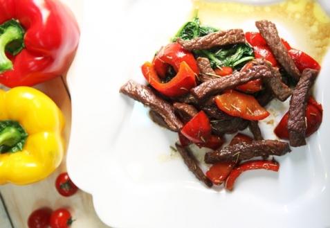 Теплый салат из говядины и овощей (видео)