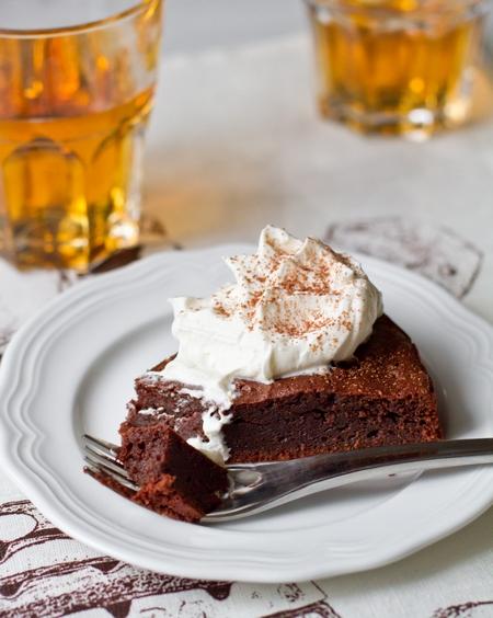 Влажный шоколадный пирог с виски
