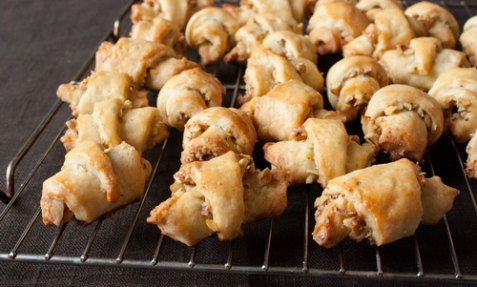Творожные рогалики с грецкими орехами