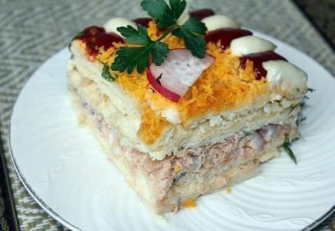 Рецепт - Рыбный торт с крекерами