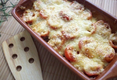Цуккини, запеченные с шампиньонами и помидорами под сыром