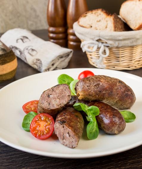 Рецепт на Пасху: Домашние колбаски из говядины с беконом и грибами