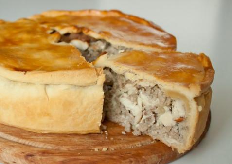 Пирог с курицей и свининой
