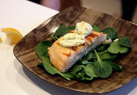 Рецепт - Лосось с пряно-лимонным маслом