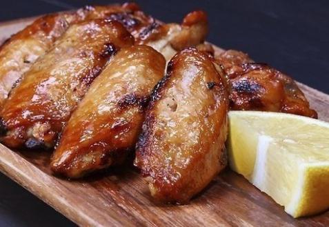 Куриные крылья, запеченные в лимонном сиропе