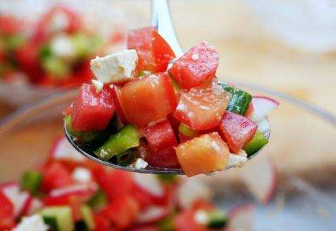 Салат из арбуза с помидорами