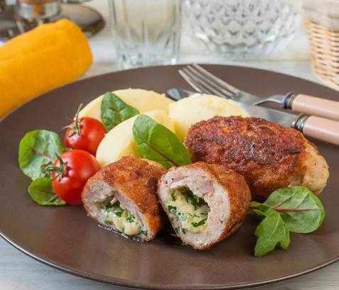 Куриные котлеты с сырным зеленым маслом