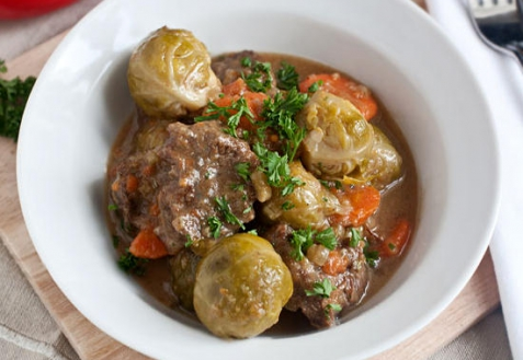 Рецепт - Тушеная говядина с брюссельской капустой
