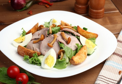 Рецепт - Салат с телятиной и опятами