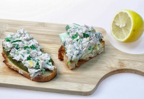 Рецепт - Бутерброды с намазкой из копченой рыбы