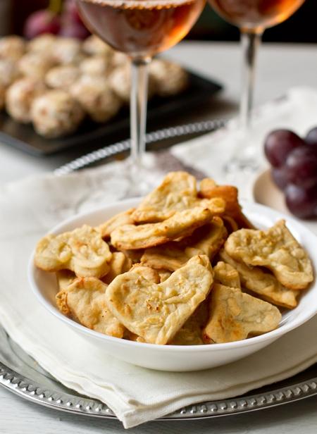 Сырное печенье к вину