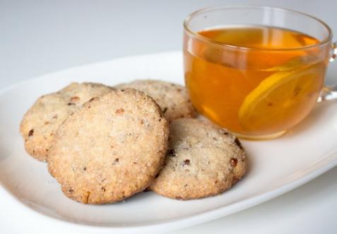 Сахарное печенье с грецкими орехами