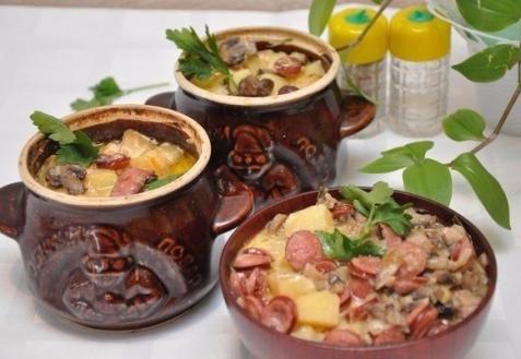 Картошка с колбасками в горшочках (видео)