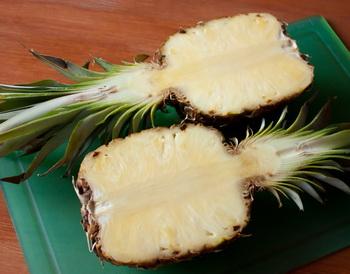 Разрезаем ананас