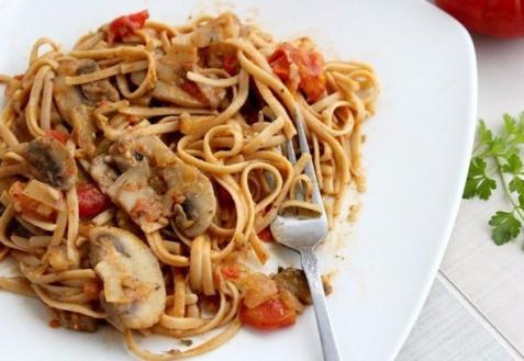 Спагетти с грибами и соевым соусом (видео)
