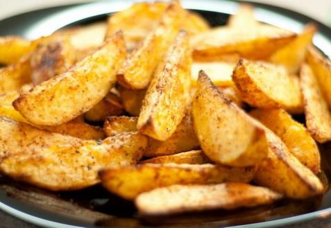 Картофель по-деревенски на сковороде (видео)