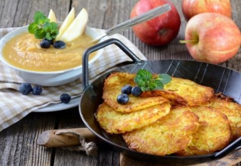 Драники из картофеля, кабачка и яблока