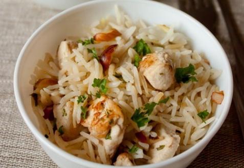 Рисовый пилав с курицей и миндалем