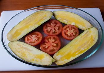 Кладем овощи в форму