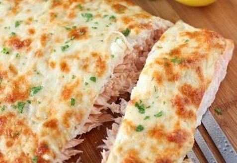 Филе лосося под сыром