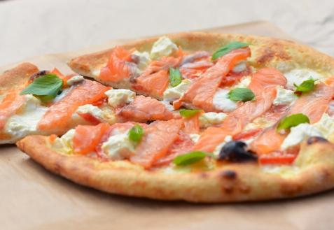 Пицца с красной рыбой (видео)
