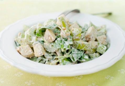 Рецепт - Салат с яблоками, орехами и шпинатом