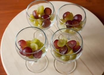 Виноград в бокалах