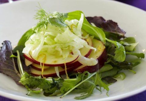 Постный салат с яблоками и фенхелем