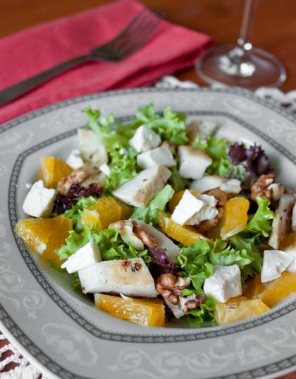 Салат из курицы с фетой и апельсином