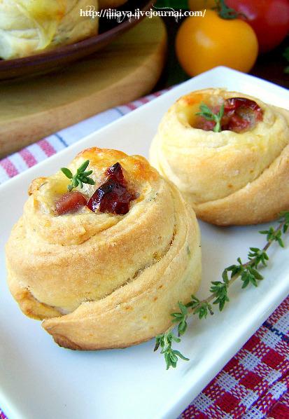 Рецепт - Сливочные булочки с тимьяном, моцареллой и вялеными помидорами
