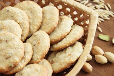Рецепт - Творожно-овсяное печенье с фисташками