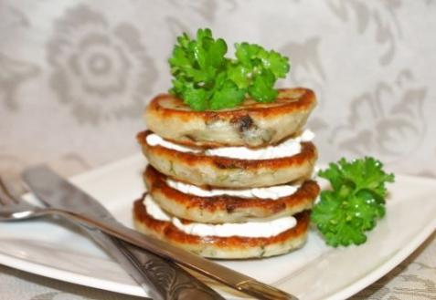 Рецепт - Грибные оладьи с сырным соусом