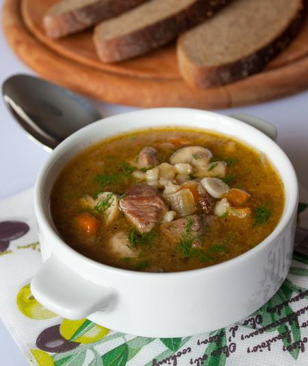 Суп из говядины с грибами и перловкой