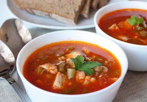 Томатный суп с курицей и зеленой фасолью