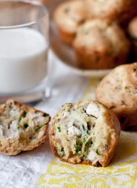 Закусочные маффины с фетой и зеленью