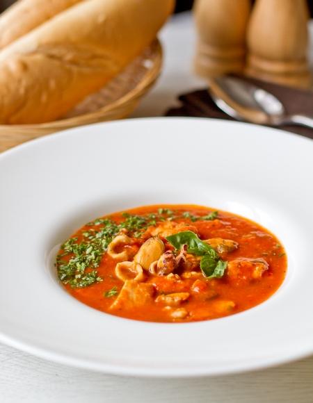 Томатный суп с ассорти из морепродуктов