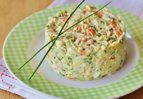 Рецепт - Салат с крабовыми палочками и огурцами