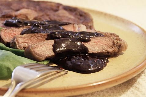 Рецепт - Шоколадный соус к стейку из говядины