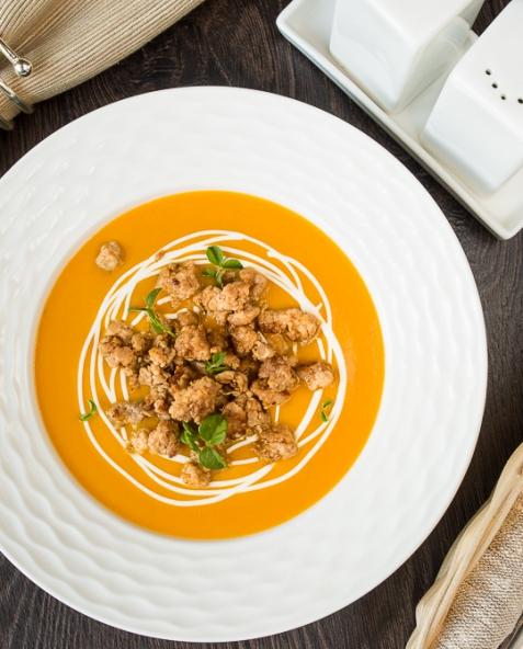 Тыквенный суп-пюре с жареным острым фаршем