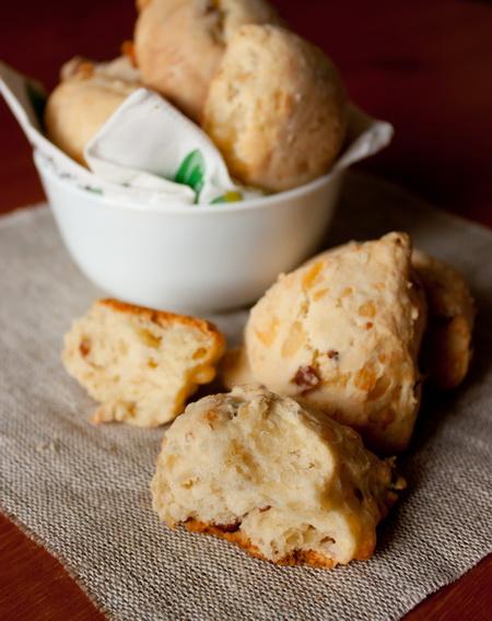 Несладкое печенье с беконом и сыром