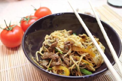 Рецепт - Говядина с лапшой в кисло-сладком соусе