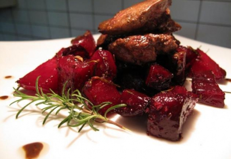 Рецепт - Запеченная свекла с куриной печенью