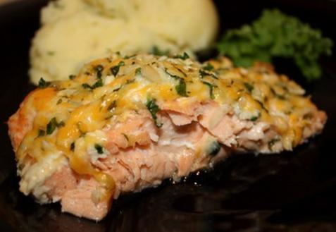 Запеченный лосось с сырно-ореховой корочкой