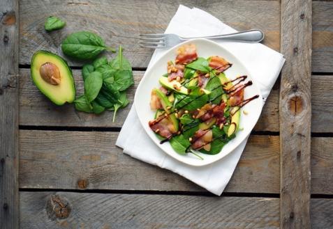 Салат с авокадо и беконом от Джейми Оливера