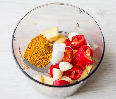 Кладем ингредиенты в блендер