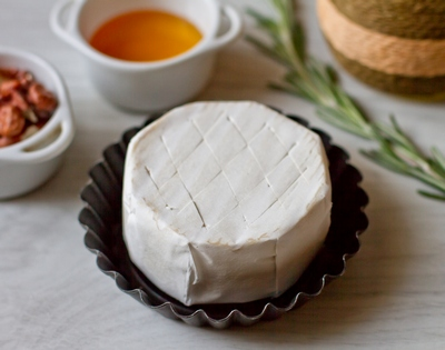 Надрезаем сыр