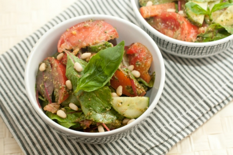 Рецепт - Овощной салат с песто